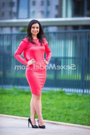 Nabiha lovesita escorte girl massage sexy à Paris 19