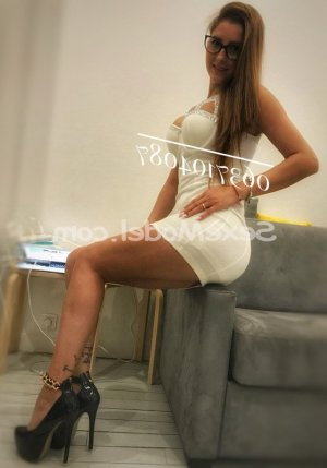 May-leen escorte girl massage