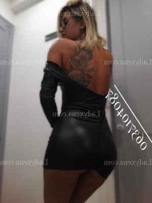 Leiya massage tantrique escorte à Carbon-Blanc